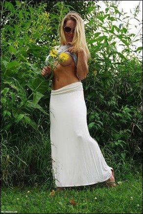 meet-madden-white-skirt-05